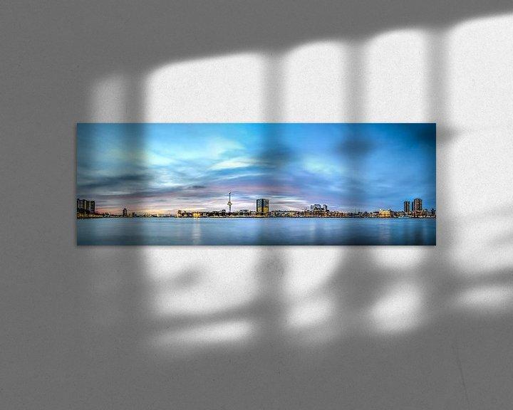 Sfeerimpressie: Rotterdam: zonsondergang boven de Nieuwe Maas van Frans Blok