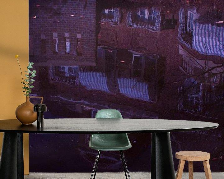 Sfeerimpressie behang: Reflectie huis in water van Godelieve Luijk