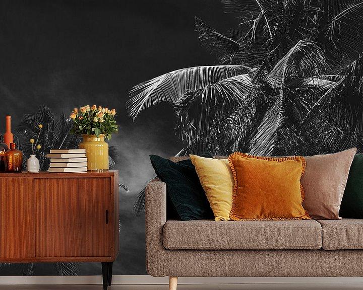 Sfeerimpressie behang: Palmbomen in Vietnam zwart/wit van Godelieve Luijk