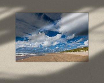 wolkenlucht aan strand bij Castricum von Martin Stevens