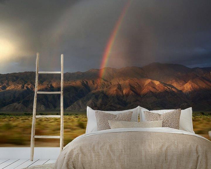 Sfeerimpressie behang: Regenboog in de bergen van Claudia Maglio