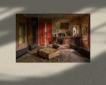 Wissen ist Macht – Buch in verlassenem Haus von Roman Robroek