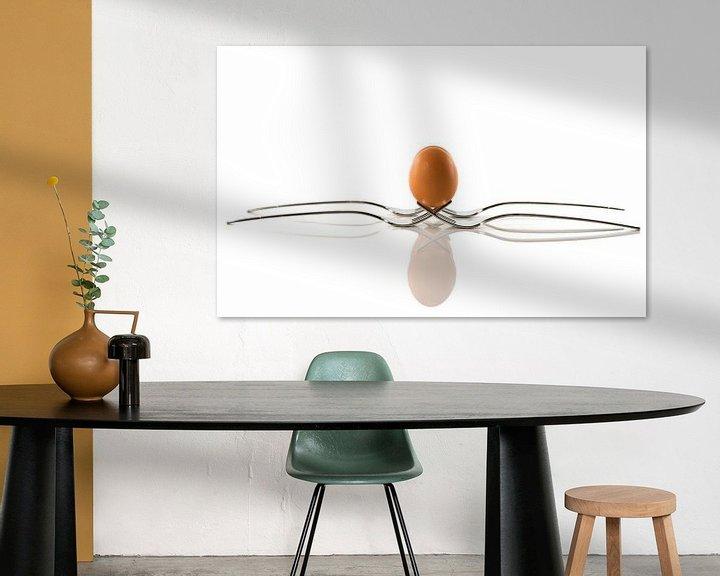 Sfeerimpressie: een ei balanceert op twee vorken van ChrisWillemsen