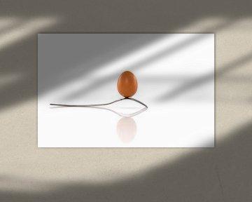 een ei balanceert op een vork van Compuinfoto .