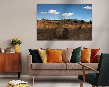 Hooirollen in het Toscaanse landschap bij Pienza van Dennis Wierenga