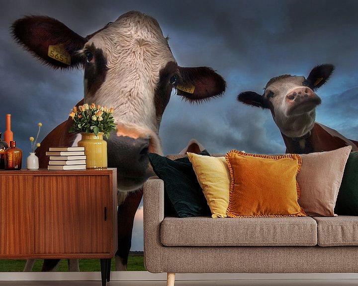 Sfeerimpressie behang: Nieuwsgierige koeien van Ruud Peters