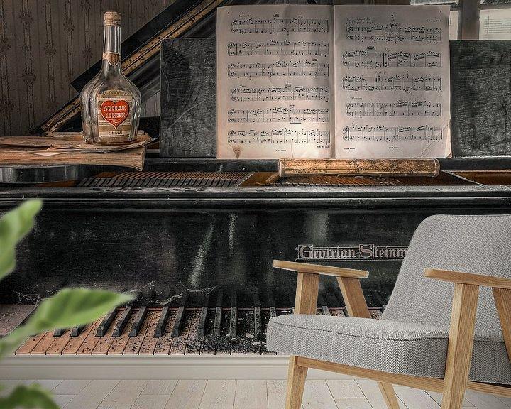 Sfeerimpressie behang: Verlaten plaats - Piano - stille liefde van Carina Buchspies