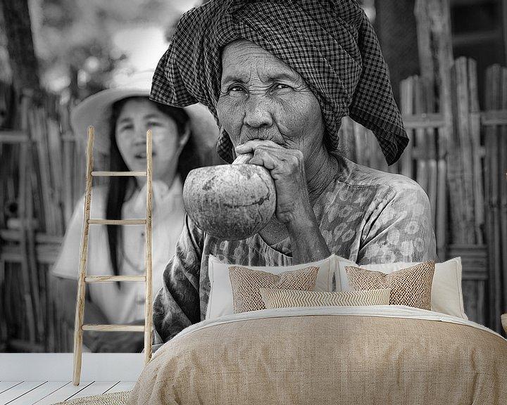 Beispiel fototapete: Baghan, MYANMAR, den 12. Dezember 2015 - Stumpen rauchen alte Frau in Baghan. Stumpen ist eine tradi von Wout Kok