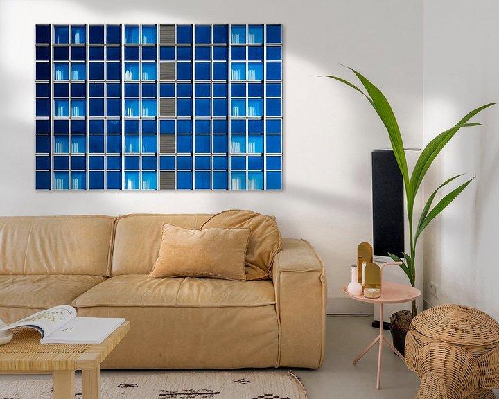 Impression: Gevel met blauwe ramen sur Maerten Prins