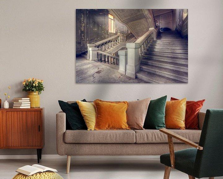 Beispiel: Ich präsentiere Ihnen … – verfallenes Treppenhaus, Italien. von Roman Robroek