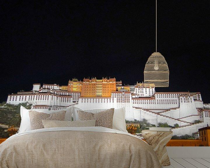 Sfeerimpressie behang: Potala Paleis - Lhasa van Globe Trotter