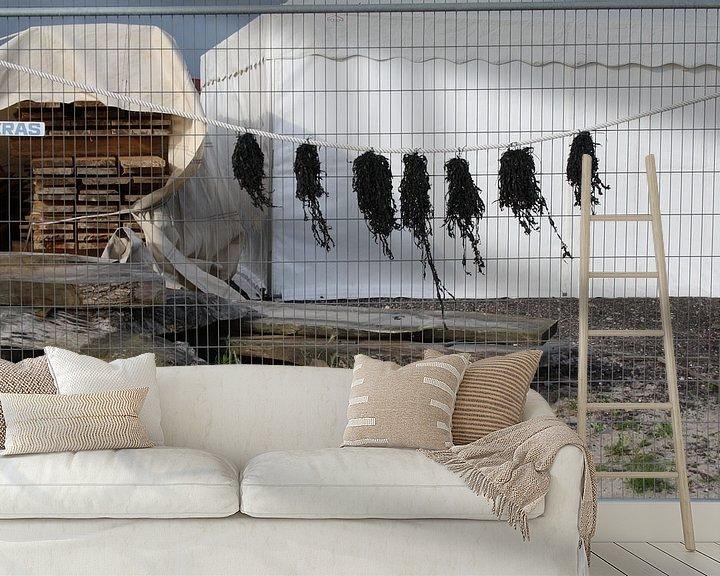 Sfeerimpressie behang: Zeewier aan de lijn van Jetty Boterhoek