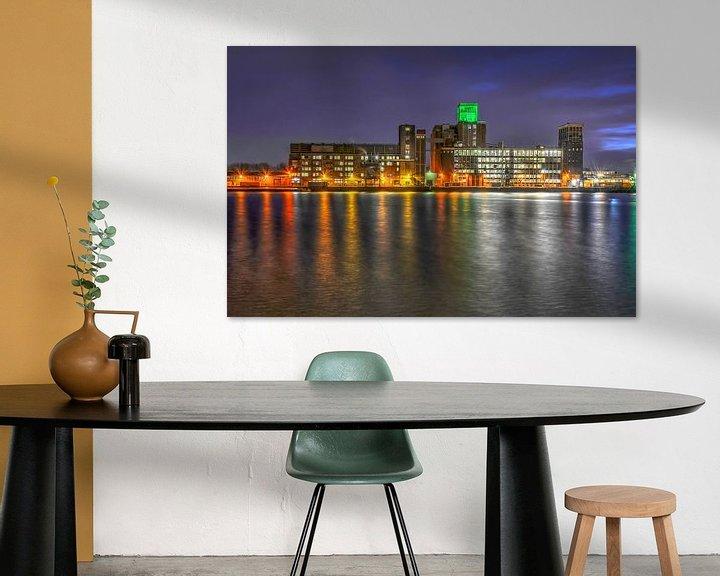 Sfeerimpressie: Rotterdam: Graansilo en Rijnhaven bij avond van Frans Blok