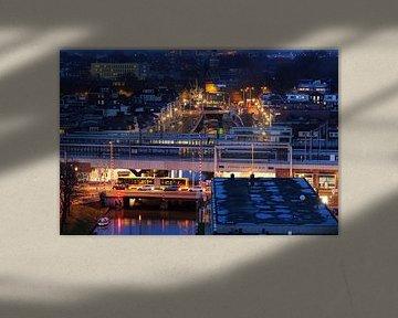 Zicht op station Utrecht Vaartsche Rijn met daarachter Oosterkade en Westerkade van Donker Utrecht