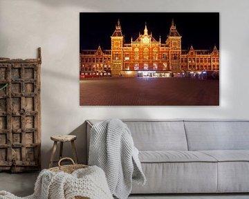 Centraal Station in Amsterdam bij nacht sur Nisangha Masselink
