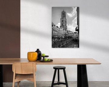 De Dom van Utrecht gezien vanaf de Stadhuisbrug in zwartwit