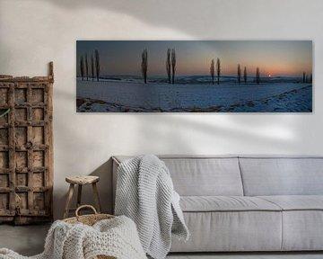 Een winterse zonsondergangpanorama van Maurice Hertog