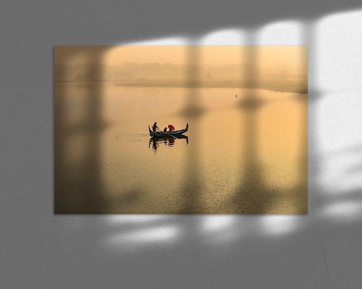 Impression: Gondola monte au lever du soleil le long du pont U Mandelay BAIN au Myanmar. Le pont est le plus lon sur Wout Kok