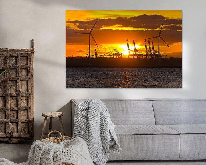Sfeerimpressie: Zonsondergang tussen de windturbines te Rotterdam van Anton de Zeeuw