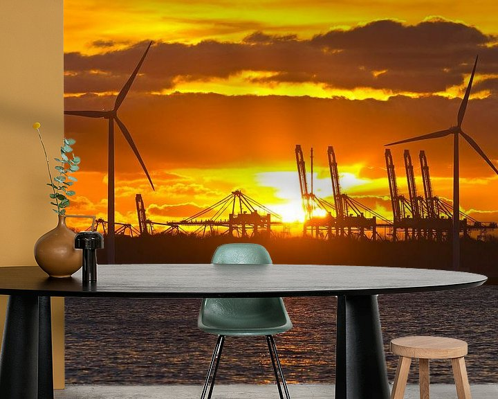 Sfeerimpressie behang: Zonsondergang tussen de windturbines te Rotterdam van Anton de Zeeuw