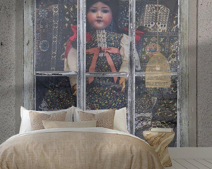 Sfeerimpressie behang: Window View - poppenhuis van Christine Nöhmeier