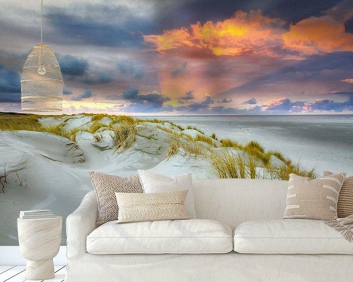Sfeerimpressie behang: Zonsondergang op Texel van Fotografiecor .nl
