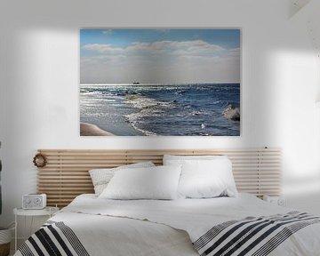 Die Nordsee mit Schiff in der Ferne von Groothuizen Foto Art