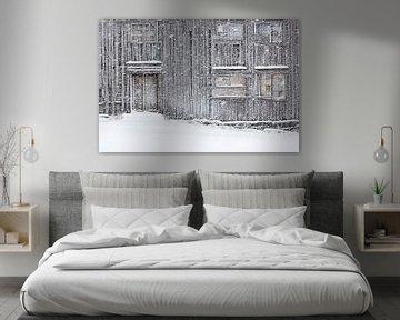 Oud huis in een sneeuwstorm van Antwan Janssen