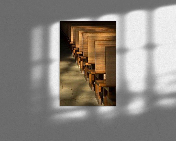 Sfeerimpressie: Kerkbanken in het ochtendlicht van Tonko Oosterink