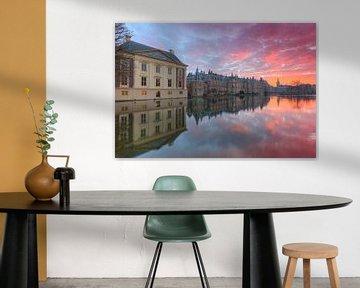 Mauritshuis Museum,  Binnenhof en Hofvijver in Den Haag na zonsondergang van Rob Kints