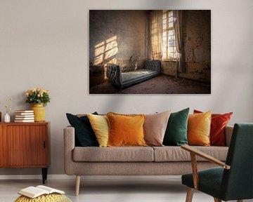 Vervallen Kasteel met een Bed von Beyond Time Photography