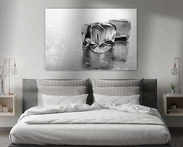 Gefrorene Eiswürfel Schwarz Weiß von Jan Brons