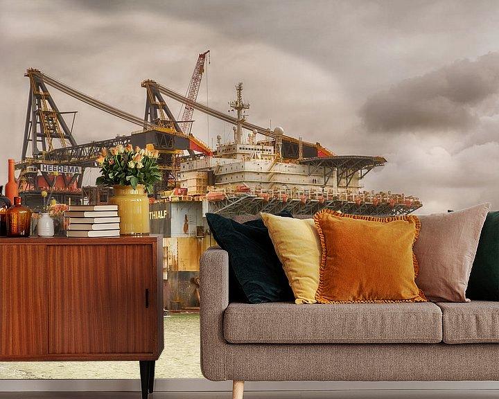 Sfeerimpressie behang: dcv Thialf verlaat de Rotterdamse haven. van Dick Kattestaart