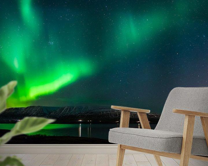 Sfeerimpressie behang: Het Noorderlicht in IJsland van Jasper den Boer