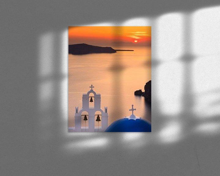 Sfeerimpressie: Zonsondergang Agioi Theodoroi kerk in Firostefani, Santorini van Henk Meijer Photography