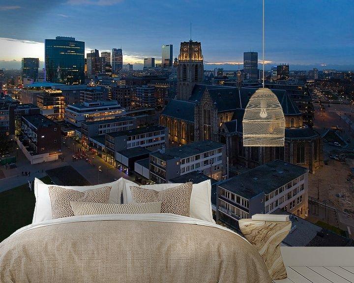 Sfeerimpressie behang: Nachtfoto Laurenskerk Rotterdam van Anton de Zeeuw