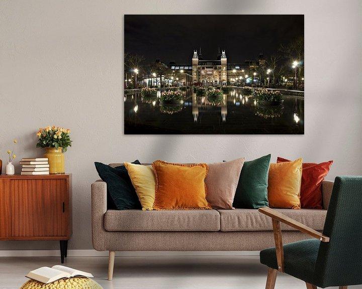 Sfeerimpressie: Amsterdam Museumplein bij nacht van Wendy Kops