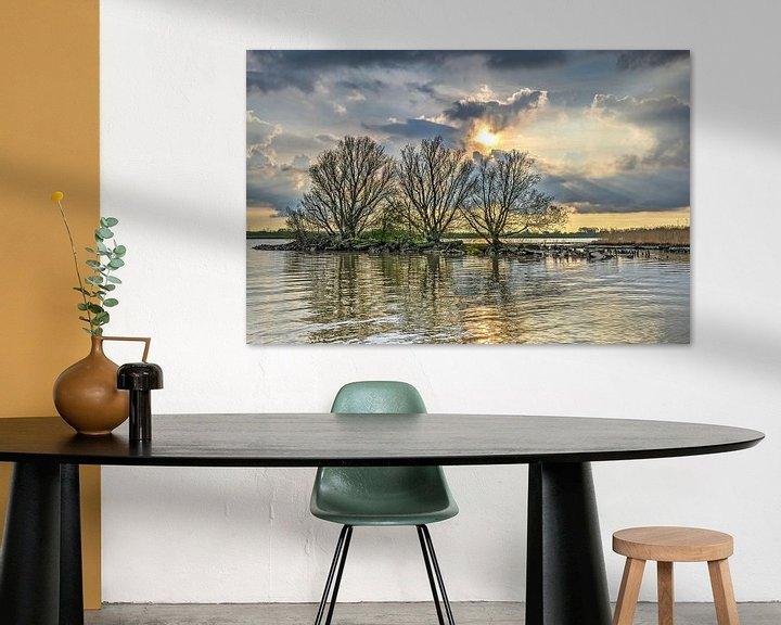 Sfeerimpressie: Avond bij de rivier van Frans Blok