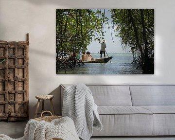 Rondvaart door mangrovebos in Indonesie van Marilyn Bakker