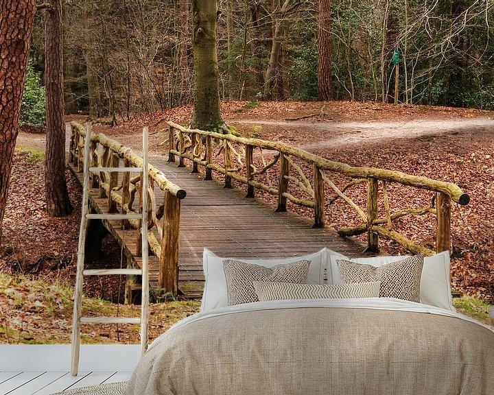 Sfeerimpressie behang: Zeisterbos met houten brug van Jaap Mulder