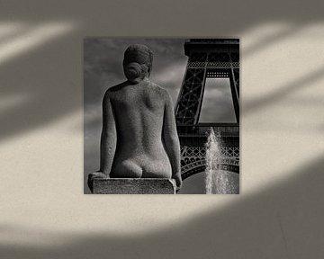 Paris Mon Amour   The lady is watching Mr. Eiffel... van Fons Bitter