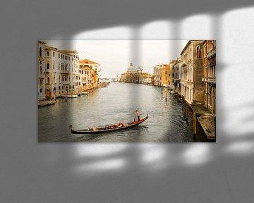 Gondel in Venetië van Robert Lindeboom