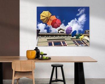 Gekleurde paraplu's in Deventer van Carel van der Lippe