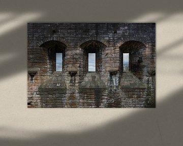 Schotland, Linlithgow Palace-muren, ramen en licht van Cilia Brandts