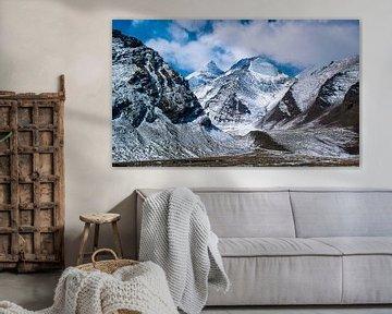 Besneeuwde bergen in de Himalaya, Tibet van Rietje Bulthuis