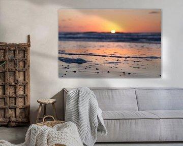 Zonsondergang aan het strand van Texel; sunset at the breach of Texel van Robert van Grinsven