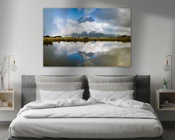 Taranaki, Framed reflection von Remco van Adrichem