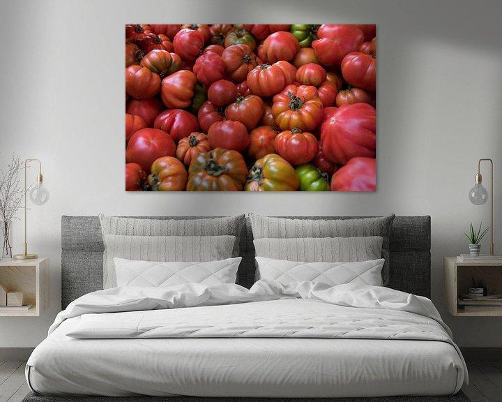 Sfeerimpressie: Verse tomaten voor de muur van Tanja Riedel