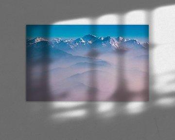 Morgennebel über den Bergen des Himalaya, Nepal von Rietje Bulthuis