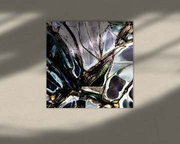 Broken Glass III van Rob van der Pijll
